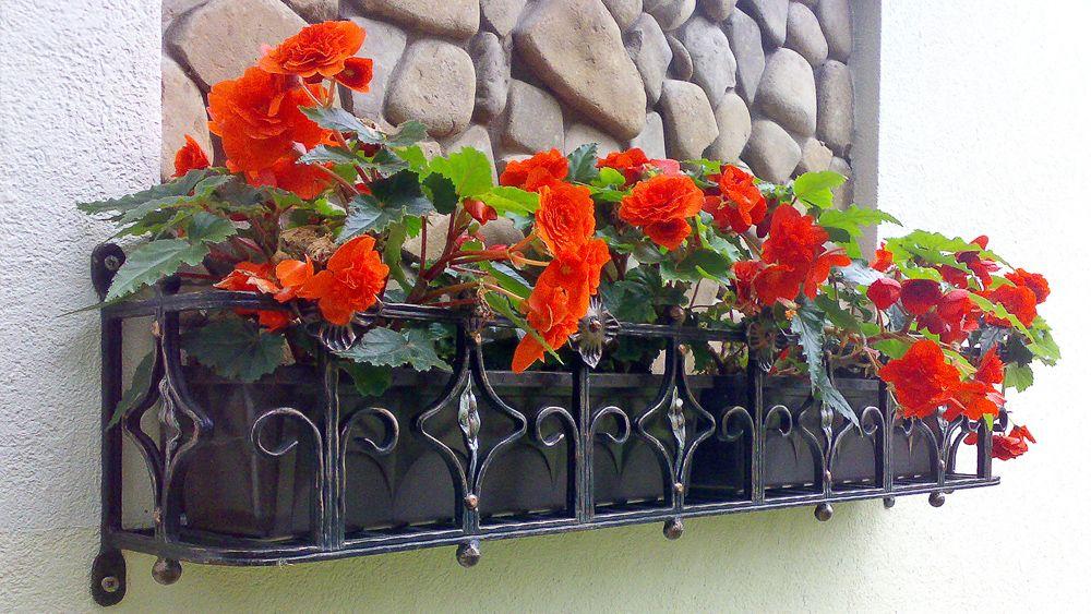 Решетки цветники на окна.
