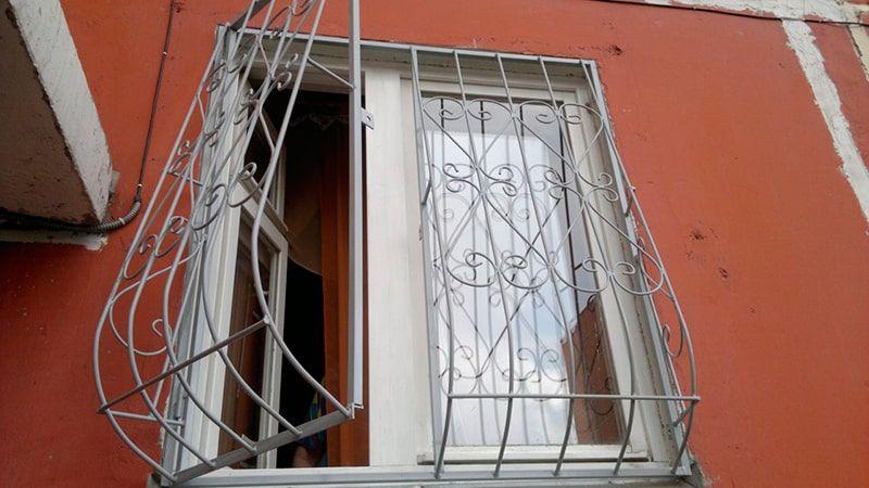 установить железную дверь решётку на этаже цена